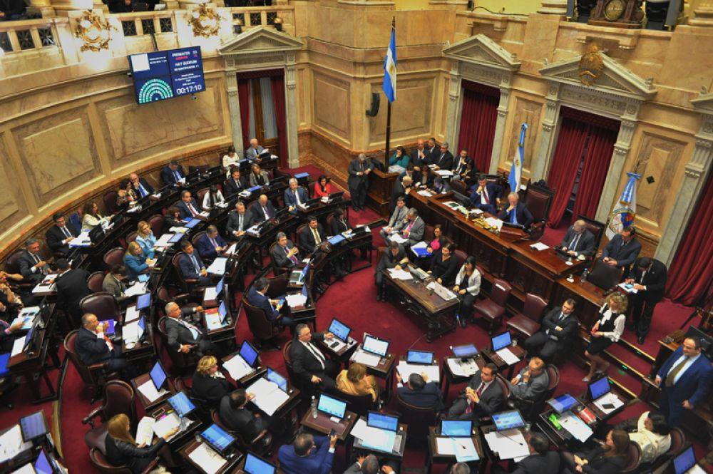 Сенат Аргентины во время рассмотрения законопроекта. В июне обсуждение предложения в нижней палате заняло 22 часа, и оно было утверждено незначительным большинством голосов.