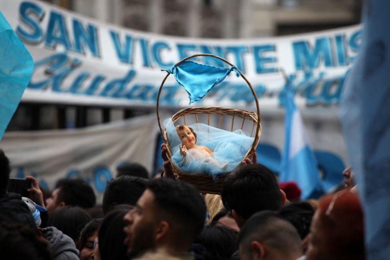 Акция противников законопроекта, легализующего аборты, в Буэнос-Айресе.
