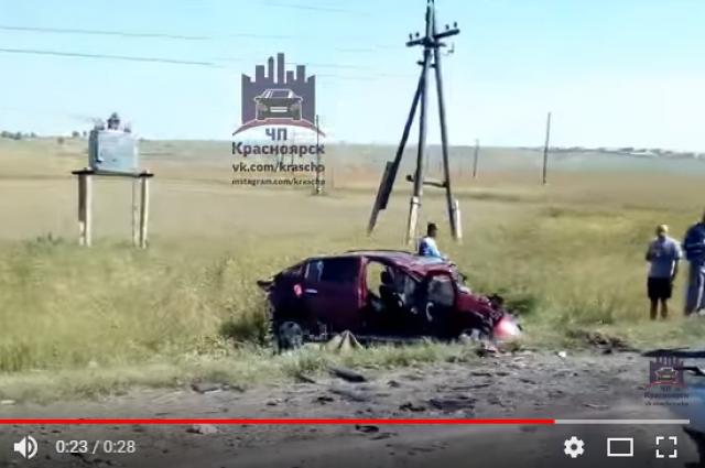 Автомобили получили серьезные повреждения.