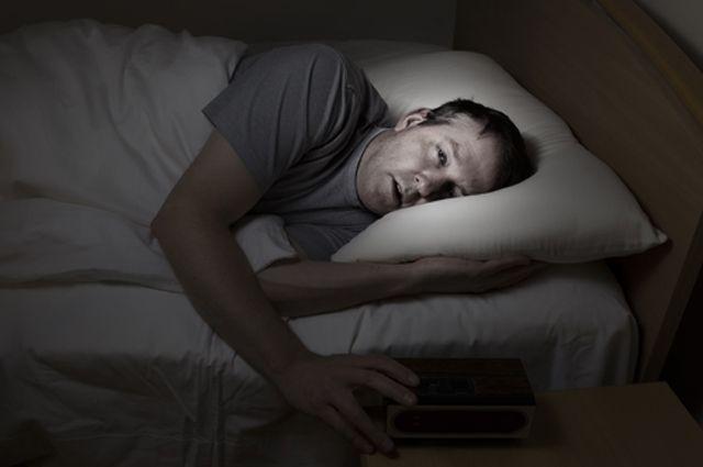 Из-за чего человек может говорить во сне?