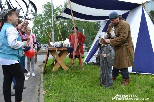До сих пор людям интересно примерять на себя атрибуты той эпохи, когда Сибирь была по зубам не каждому.