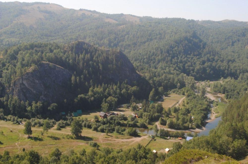 Вид со смотровой площадки в Мурадымовском ущелье.