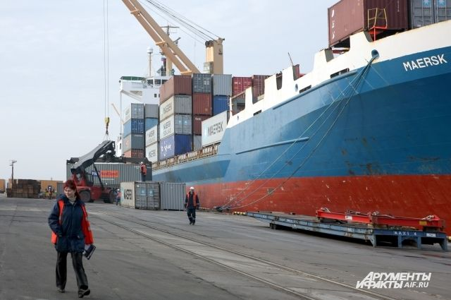 По воде груз может доставляться быстро и значительно дешевле, чем автотранспортом.