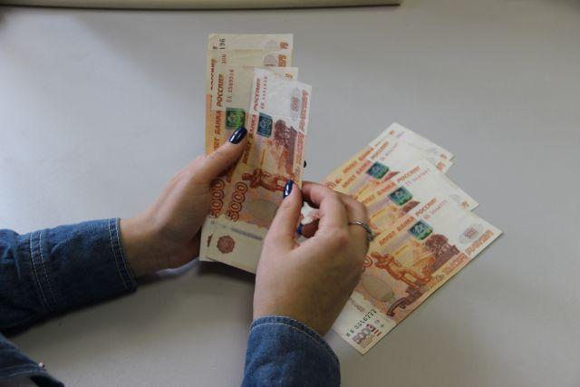 Предприниматель хотел дождаться в ночном клубе утра, чтобы положить деньги на счет в банке.