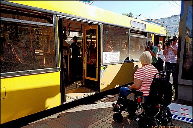 За отказ помогать маломобильным пассажирам с посадкой в автобус, водителям грозит штраф.