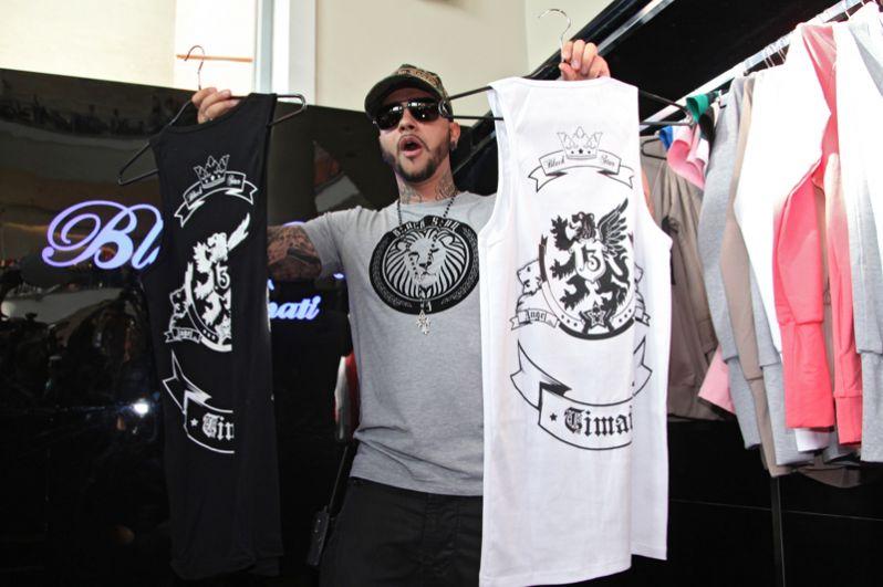Певец Тимати на открытии своего бутика одежды в одном из столичных торговых центров. 2011 год.