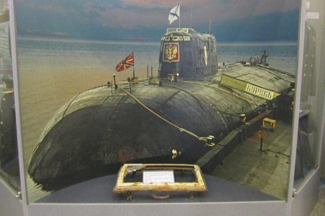 Иллюминатор с подлодки Курск в Центральном музее Вооружённых Сил в Москве.