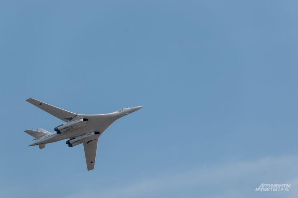 """Первым полет """"Белого лебедя"""", произведенного на заводе с перерывом в 25 лет, в январе этого года увидел Владимир Путин."""