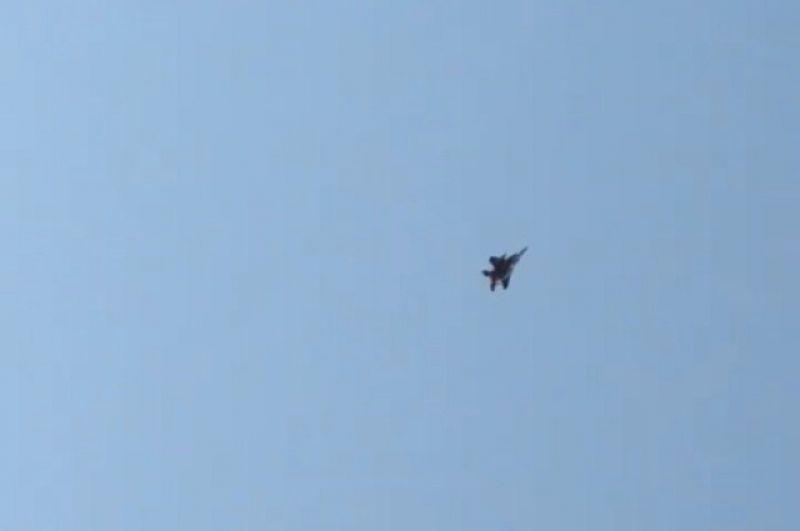 Истребитель F-15, отправленный на перехват самолёта.