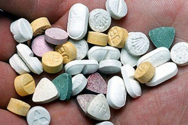 В посылке находились 50 таблеток, содержащих  метилендиоксиметамфетамин (MDMA) и его производные.