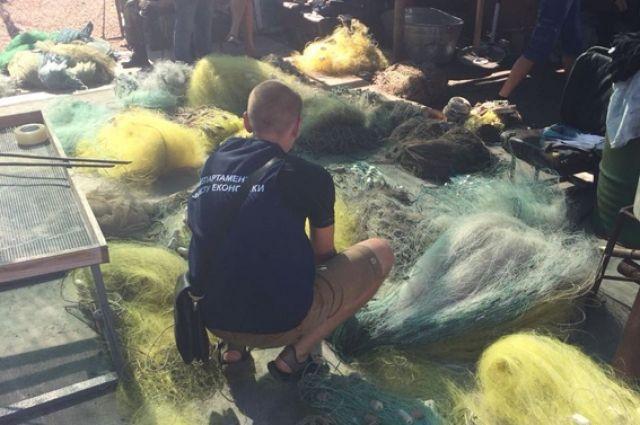 Работники заповедника незаконно выловили больше 60 тысяч креветок - полиция