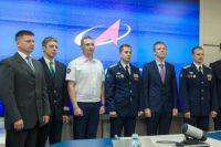 Олег Платонов (на фото - в центре, в форме) может стать первым россиянином, ступившим на поверхность Луны.
