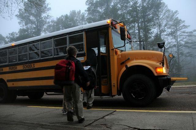 Происшествия в мире 2018: СМИ: в США перевернулся школьный автобус, пострадали 42 человека