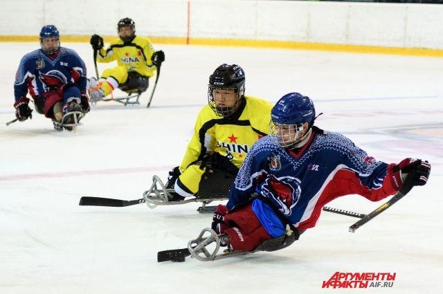 В Оренбурге проходит турнир по следж-хоккею «Кубок вызова «Вперед, на лед!».