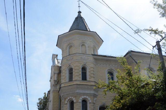 На фасадах здания восстановят разрушенный и частично утраченный декор.
