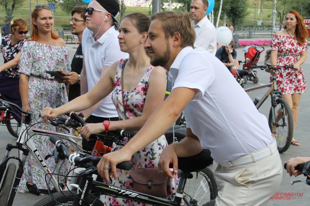 Велопрогулка «veLove» проходила для тех, кого объединил велосипед, для тех, кто встретил свою любовь, катаясь на велосипеде.