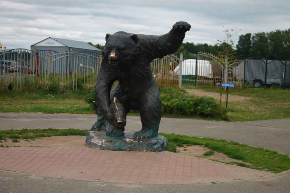 Этого медведя вы можете найти в парке тысячелетия.