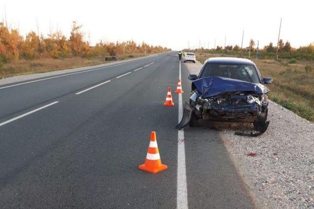 Под Соль-Илецком в тройном ДТП пострадали два человека.