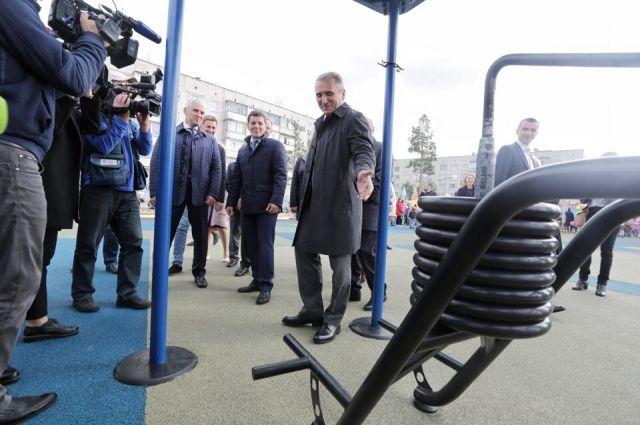 Александр Моор осмотрел многофункциональную площадку в Ноябрьске