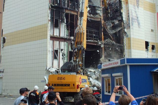 Пожар в торговом центре произошел 25 марта, погибли 60 человек.