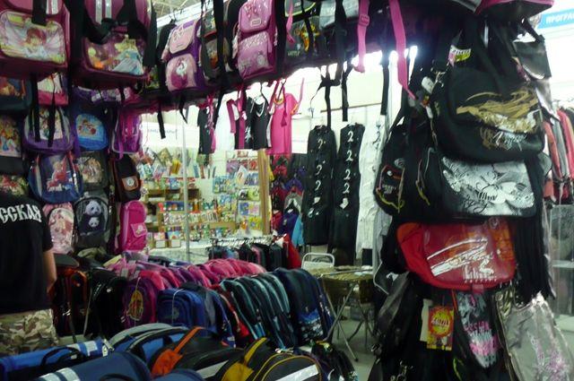 Школьные  принадлежности и одежду можно купить в своем районе.