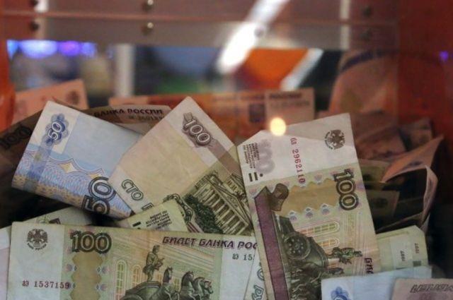 В прошлом году средняя сумма перевода была меньше – 410 рублей.