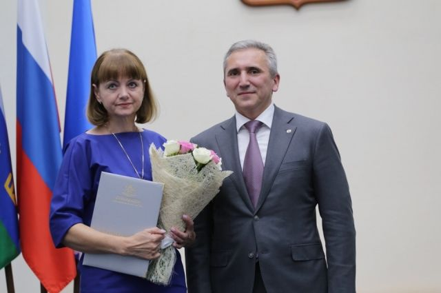 Жители Ноябрьска получили от Александра Моора заслуженные награды