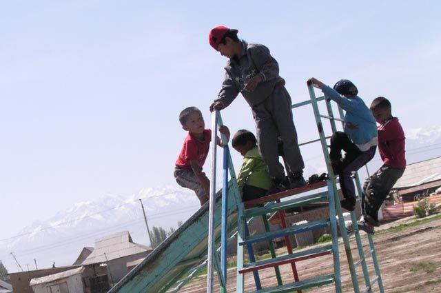 1296 государственных детских садов функционируют в Кыргызстане.