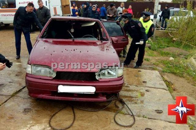 В момент ЧП в автомобиле находились две пассажирки, сам водитель успел выбраться на берег.