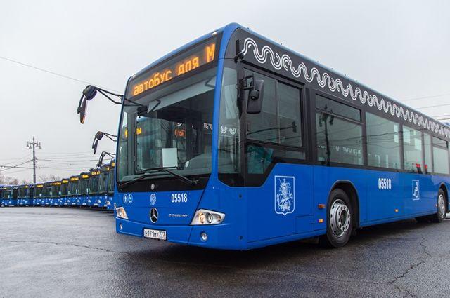 Автобусы Мосгортранса.