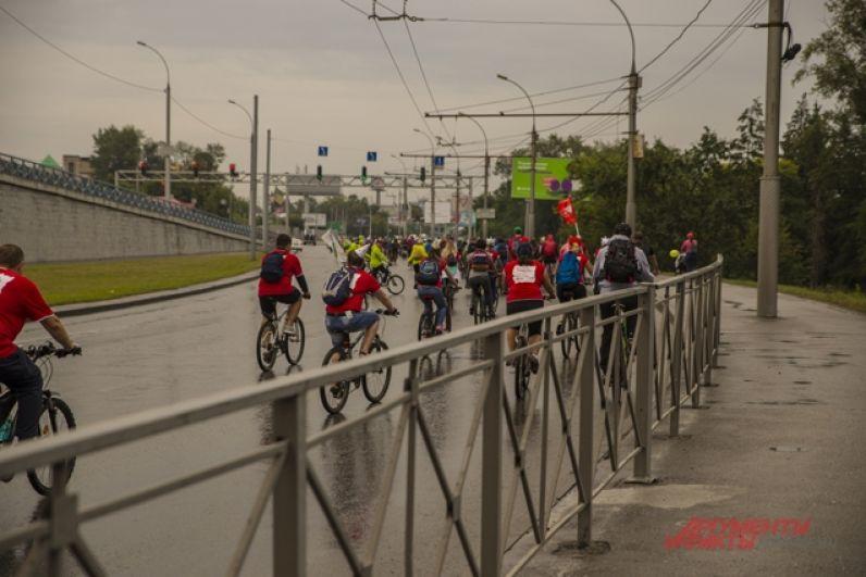 Велопробег - полюбившееся многим сибирякам событие, которое они ждут. В этом году праздник удался вдвойне благодаря карнавальным костюмам и веселой атмосфере.