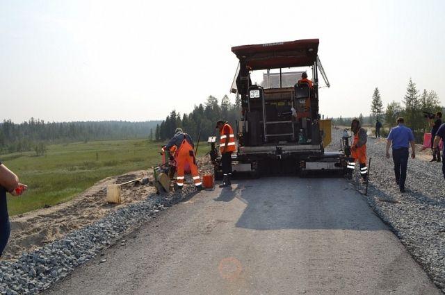 На участке «Пуровск – Коротчаево» уложили 11 км асфальтобетона