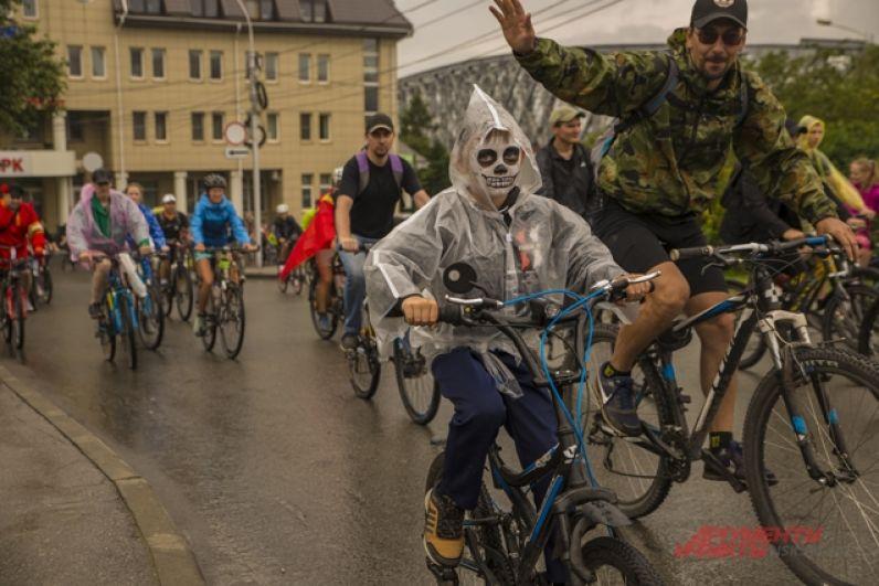 Принять участие в велопробеге могли все желающий старше 14 лет, кто уверенно держится в седле велосипеда.