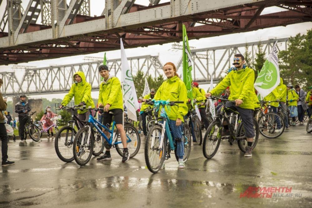 """Далее следовали участники движения """"Привет, велосипед""""."""