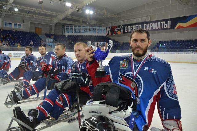 В Оренбурге завершился открытый турнир по следж-хоккею «Кубок вызова «Вперед, на лед!».