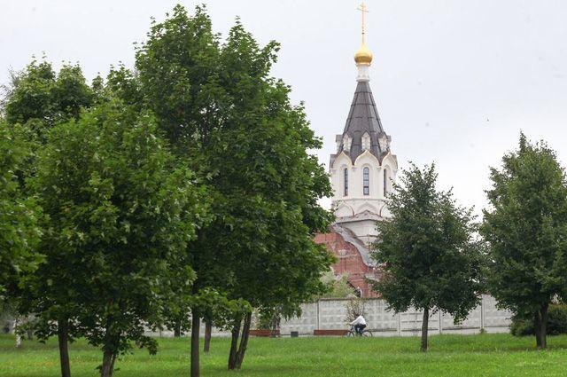 Более половины территории «старой» Москвы занимают зелёные насаждения. Например, в Лондоне - всего 26%, а в Париже и того меньше - 22%.