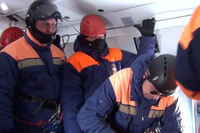 Спасатели двое суток ждали, пока погода в горах позволит осуществить вылет.