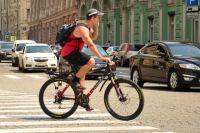 Велосипедистам стоит быть осторожней на дороге.