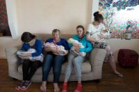 В центре мамы с детьми настраиваются на новую жизнь.