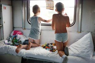 Детей в поезде часто обижают родители.