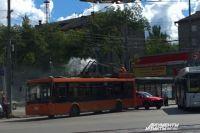 По словам очевидцев, загорелись «рога» троллейбуса.
