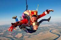 За плечами у Гусарова свыше сотни прыжков, включая горную местность, и множество погружений в открытом море, а ещё на Северном полюсе.