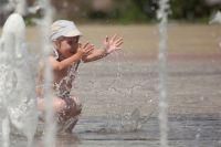 В Тернополе женщина угрожала «выбить зубы» детям за купание в фонтане