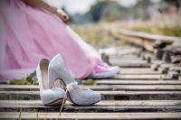Врачи уверяют, как туфли, так и кеды вредно носить постоянно.