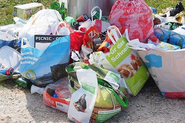 Отдельные виды мусора разлагаются очень долго.
