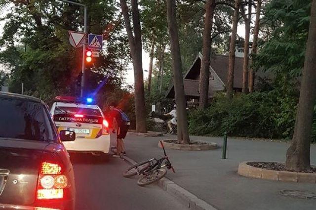 В Харькове полицейские на машине сбили велосипедиста