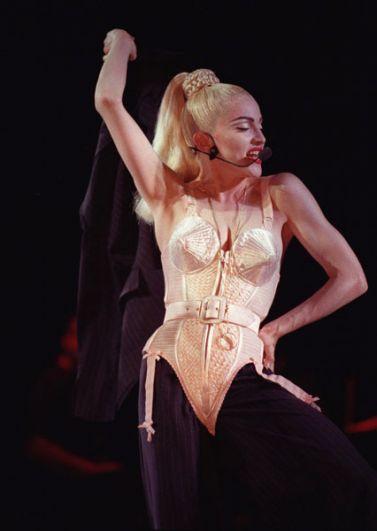 Во время тура 1990 года Blond Ambition World Tour Мадонна выступала на сцене в корсете дизайнера Жан-Поля Готье, впоследствии ставшем одной из самых знаменитых вещей в истории моды.