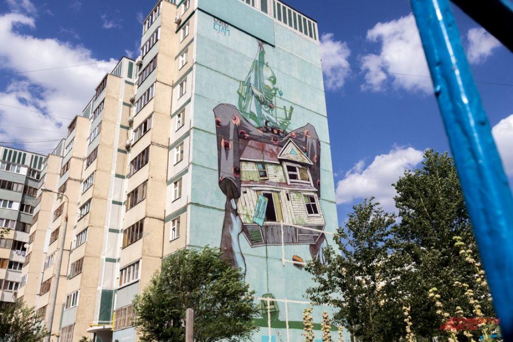 Улица Чистопольская. Граффити Etam Cru от польского дуэта Sainer & Bezt.