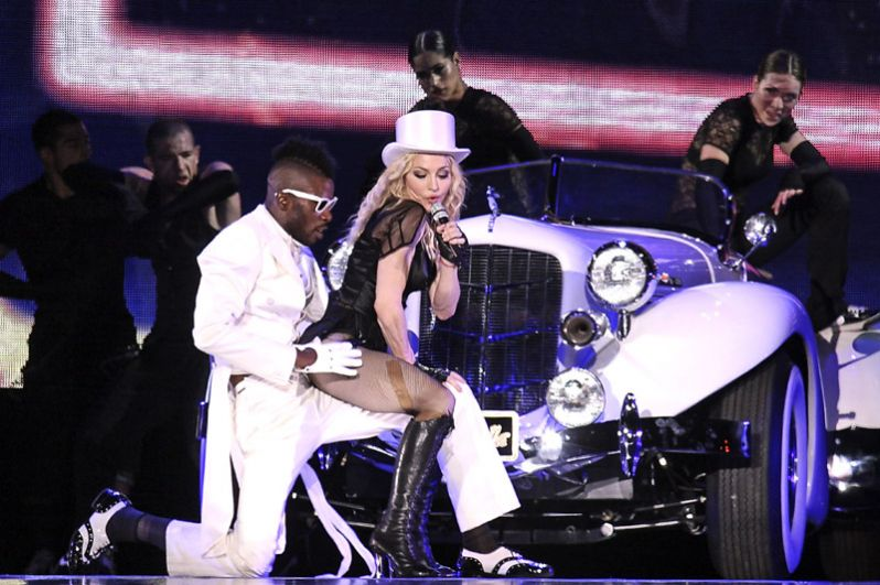 Мадонна на концерте в Олимпийском стадионе в Берлине. 2008 год.