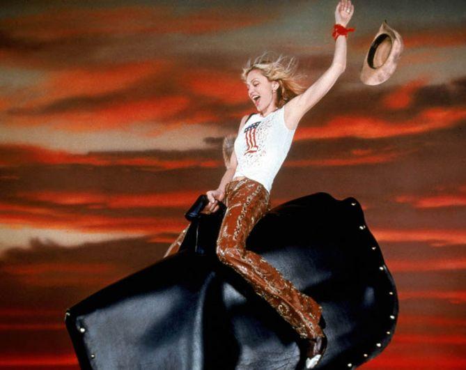 Для альбома Music певица выбрала гротескный имидж ковбойши, выражавшийодновременно ностальгию и ироничное отношение к Америке жительницы Лондона.